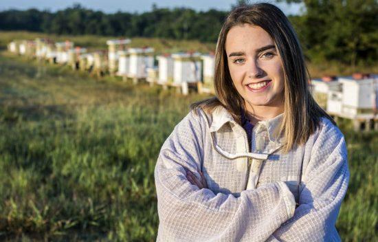 Beginner Beekeeping 101 Classes - Queen Bri's Honey